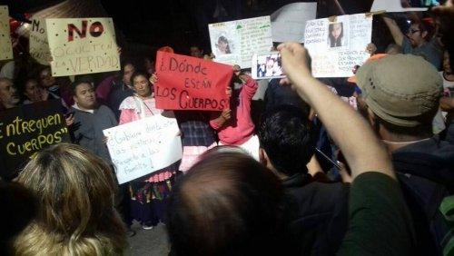 mobilisations au 286, calle Alvaro Obregon contre les déblaiements au bulldozer et pour retrouver les personnes encore ensevelies